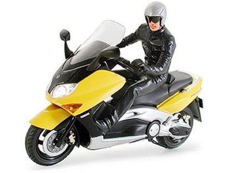 Immagine di Tamiya - 1/24 Yamaha T-Max con pilota 24256