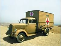 Immagine di ICM - Typ 2,5-32 with Shelter, WWII German Ambulance Truck 35402