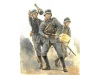 Immagine di Italeri - 1/56 GERMAN INFANTRY 1943-45 - include 12 miniature multiposa 15601S