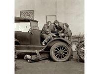 Immagine di 1:24 American mechanics (1910s) (3 figures) (100% new molds)