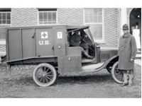 Immagine di 1:35 Model T 1917 Ambulance with US Medical Personnel