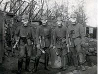 Immagine di 1:35 German Infantry in Gas Masks (1918) (4 figures)