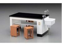 Immagine di 1/12 Science Room Desk & Chairs
