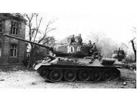 Immagine di 1:35 T-34-85 with Soviet Tank Riders